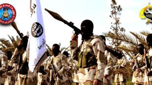 Combatientes del grupo Ansar al-Charia.