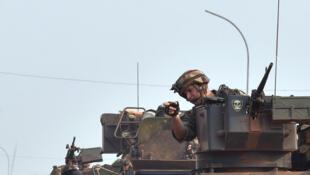 Forças Sangaris em patrulha em Bangui, 14 de Fevereiro de 2016.