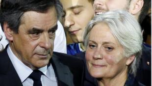 François Fillon e sua esposa Penelope foram interrogados pela justiça francesa nesta segunda-feira, 30 de janeiro de 2017