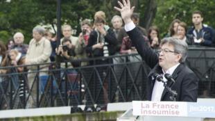 Лидер «Непокорной Франции» Жан-Люк Меланшон отказался от выступления на улице из-за грозы