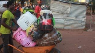 Exodo de migrantes da RDC a partir da província angolana da Lunda Norte.