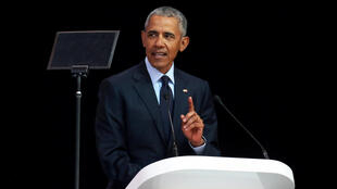 លោកBarack Obama ក្នុងពេលថ្លែងសុន្ទរកថា នៅក្រុងJohannesburg ប្រទេសអាហ្វ្រិកខាងត្បូង ថ្ងៃទី១៧ កក្កដា ២០១៨
