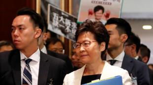 Lãnh đạo đặc khu, bà Lâm Trịnh Nguyệt Nga (Carrie Lam), tới trụ sở nghị viện Hồng Kông, Trung Quốc, ngày 17/10/2019