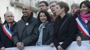 Socialist Party chief Harlem Désir, Housing Minister Cécile Duflot, Communist Pierre Laurent demonstrate for gay marriage
