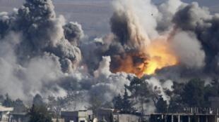 Авиаудар по позициям джихадистов в Кобани, Сирия, 18 октября 2014 г.