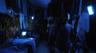 Market traders at Adjamé market in Abidjan endure power cuts