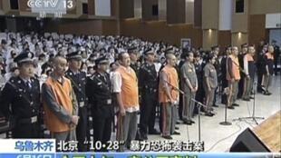 Phiên xử tập thể : 4 người lãnh án chung thân, các nghi can còn lại bị kết án tù, với mức án nhẹ hơn - Reuters