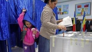 Polling station near Bucharest, 9 December, 2012