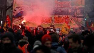 Манифестация против пенсионной реформы в Париже, восьмой день забастовки, 12 декабря 2019.