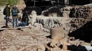 Entrada para um santuário subterrâneo que se acredita ser dedicado a Rômulo, o antigo fundador de Roma, é vista no Fórum Romano, em Roma, Itália, em 21 de fevereiro de 2020.