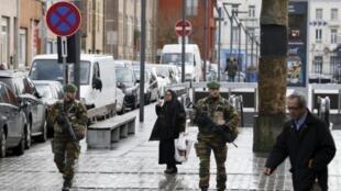 Policiamento é reforçado em Bruxelas depois dos ataques