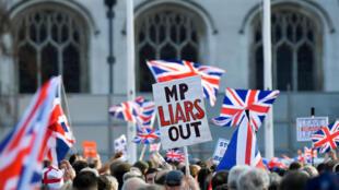 Anh Quốc : Những người ủng hộ Brexit biểu tình trước trụ sở Quốc hội. Ảnh 29/03/2019.