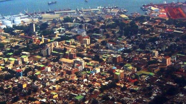En Guinée, dans les rues de Conakry, que faire lorsque l'on n'a pas un salaire régulier?