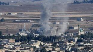 Бомбардировка города Серекание (Рас-эль-Айн), фото сделано с турецкой территории.