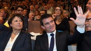 Lille's mayor Martine Aubry and French Prime Minister Manuel Valls attend an intercommunal convention at Lille-Grand Palais