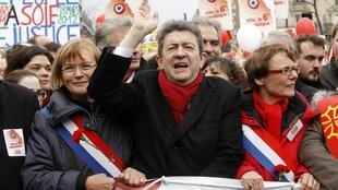 Hard-right candidate Jean-Luc Melenchon will not stop his presidential campaign