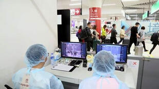 中國澳門國際機場人體體溫監測站正在檢測掃描儀   2020年1月8日