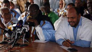 Au centre, Boidiel ould Houmeid, membre du parti au pouvoir en Mauritanie.