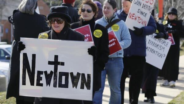 Manifestantes pedem a restrição das armas nos Estados Unidos, nesta quinta-feira.