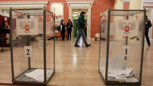 Người dân đi bỏ phiếu ở vùng ly khai Donetsk, Ukraina, ngày 11/11/2018.