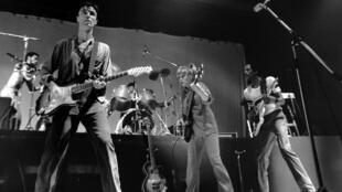 Le groupe Talking Heads en concert à Belgrade, en 1982. Avec David Byrne, Chris Frantz (batterie), Tina Weymouth (basse).