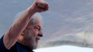 Ex-presidente Lula chegou a ficar sem voz em seu último discurso antes de se entregar à Polícia Federal, em Curitiba.
