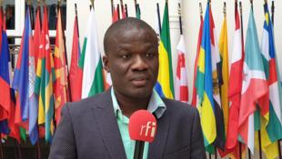 Le journaliste haïtien Milo Milfort au siège de l'OIF à Paris.