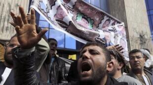 Родственники похищенных в Ливии коптов проводят манифестацию в Каире, 13 февраля 2015.