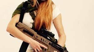 Мария Бутина является лидером российского движения «Право на оружие»