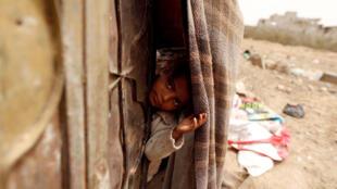 Garota refugiada na cidade de Sanaa, onde aconteceu o ataque, no Iêmen,em 18 de julho de 2018. (foto ilustrativa)