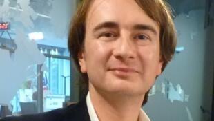 Leonardo de Terlizzi en los estudios de RFI