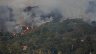 Les flammes ravagent une colline dans la région de Napa en Californie, le 9 octobre 2017.