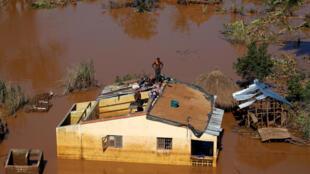 Le cyclone Idai ne pouvait pas plus mal tomber au Mozambique: environ 400.000 hectares de récoltes ont été détruits par les inondations, indique le Programme alimentaire mondial (PAM).