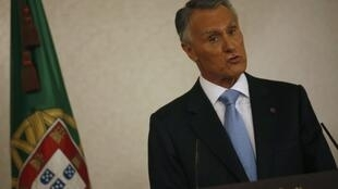 O presidente português, Anibal Cavaco Silva, era contra a adoção por casais homossexuais.