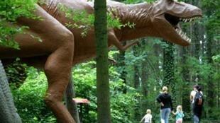 Reproduction d'un dinosaure dans un parc en Allemagne.