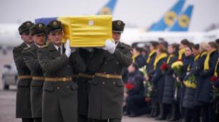 1月19日失事客機遇難者當中烏公民遺體被運回基輔