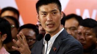 Le leader du parti Nouvel avenir, Thanathorn Juangroongruangkit s'exprime au quartier-général du parti, le 21 février 2020 à Bangkok.