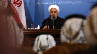 O presidente iraniano Hassam Rohani afirmou nesta terça-feira que cabe aos EUA darem o primeiro passo para renegociar o acordo nuclear, retirando as sacões internacionais americanas contra o país.