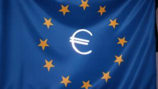Cờ châu Âu và biểu tượng đồng euro