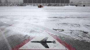 Geneva's airport remained closed on Wednesday to remove up to 20cm of snow that fell overnight