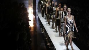 Desfile da coleção primavera-verão 2012 apresentado pelo grife Gucci em Milão.