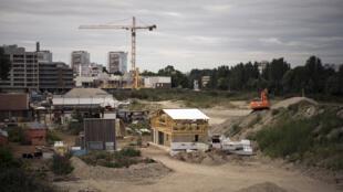 La construcción de la villa Olímpica en  Saint-Denis, al norte de París, el 2 de agosto de 2017.