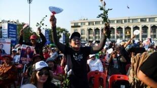 Biểu tình ủng hộ đảng đối lập Thai Raksa Chart Party, Bangkok, 01/03/2019.