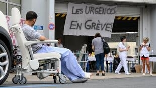 France's emergency services have been on strike since February 2019, calling for more funding from health minister Agnès Buzyn