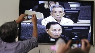 Le verdict dans le procès en appel de Duch a été diffusé en direct à la télévision, le 3 février 2012.