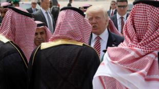 Shugaban Amurka Donald Trump a lokacin da ya isa kasar Saudiya inda ya halarci taron kasashen Musulmi.