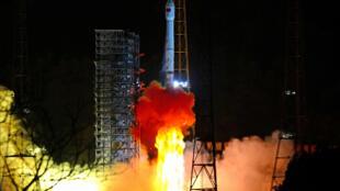 កាំជ្រួច Chang Zheng 3B ហោះនាំយកយាន Chang'e 4 ទៅលើព្រះចន្ទ។ ស្ថានីយ៍អវកាស ខេត្តស៊ីឈាន់ ថ្ងៃទី៩ ធ្នូ ២០១៨