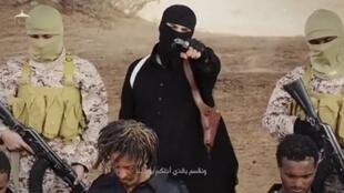 IS video footage purporting to show IS members with the Ethiopian Christians at Wilayat Fazzan