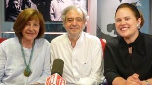 France Mazin Fernandez, Eduardo Ramos-Izquierdo y Estefania Angeles en los estudios de RFI