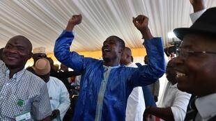Apoiantes ed Ibrahim Boubacar Keïta celebram reeleição